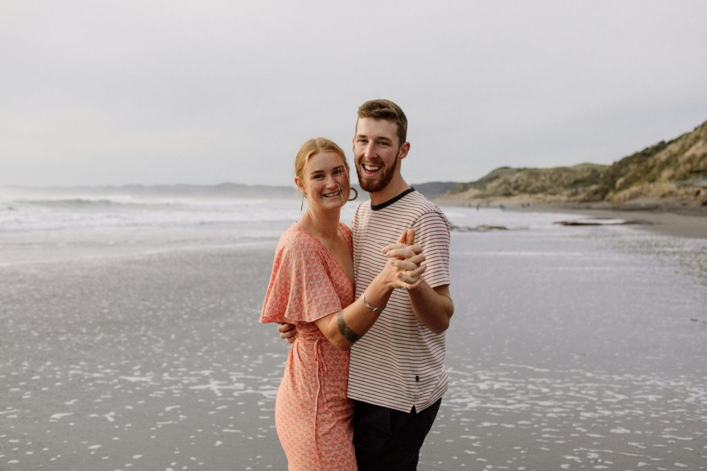 raglan-beach-engagement
